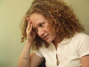 Najważniejszym i najbardziej charakterystycznym objawem zapalenia zatok szczękowych jest ból głowy